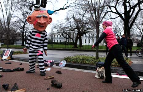 A Code Pink member dressed as President Bush is hit with a shoe during a protest near the White House 17/12/2008