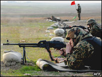 Грузинские солдаты стреляют по мишеням 19 ноября