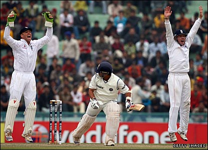 Sachin Tendulkar is trapped lbw by Graeme Swann