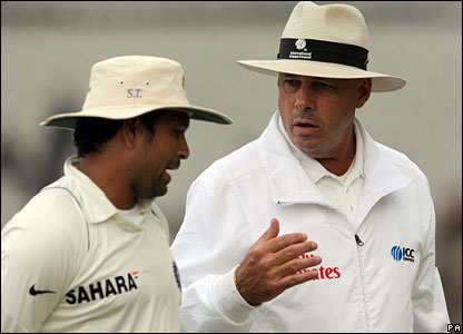 Sachin Tendulkar chats with umpire Daryl Harper as the players walk off