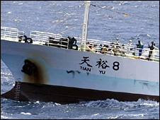 Chinese fishing vessel hijacked off Somali coast (17 November 2008)