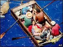 Кубинские нелегальные эмигранты на плоту