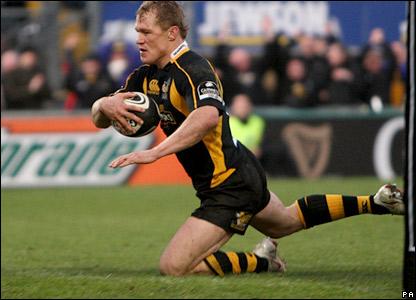 Josh Lewsey scores Wasps' third try