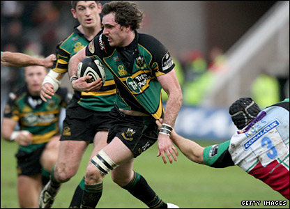 Jon Clarke finds a gap in the Quins defensive line