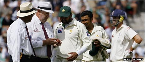 The fourth Test ended in controversy amid accusations of ball-tampering