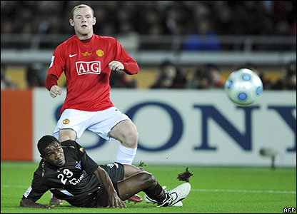 Rooney makes it 1-0 to Man  Utd