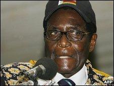 Zimbabwean President Robert Mugabe speaks in Bindura (20/12/2008)