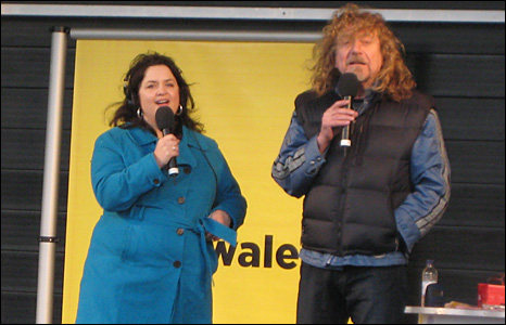 Ruth Jones and Robert Plant