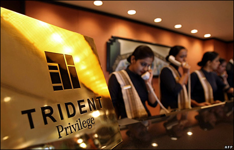 Receptionists at the Trident Oberoi hotel (20 December 2008)