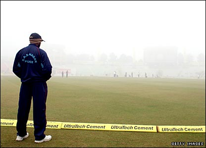 Fog delays the start of play on day four of the second Test
