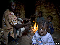 Familia haitiana que sufre el encarecimiento de los alimentos (11 de diciembre de 2008)