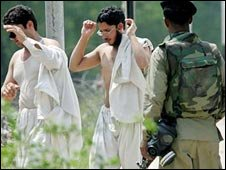 Students surrender to police outside Lal Masjid 5 July 2007
