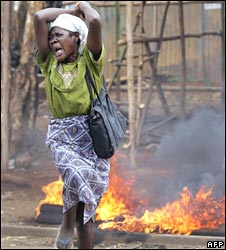 Woman screams in Nairobi's Kibera slum in April 2008
