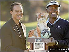 Tiger Woods (left) and Vijay Singh