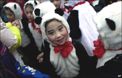Chinese children dressed as pandas in Ya'an, Sichuan province (23/12/2008)