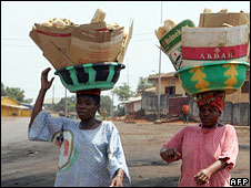 Two women carrying goods on their heads (Archive 2007)