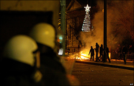 Police battle youths in Athens (20 December 2008)