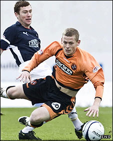 Patrick Cregg tackles Scott Robertson
