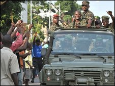 Soldiers parade in Conakry (24 Dec)