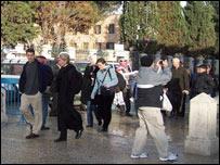 Turistas en la Basílica de Belén