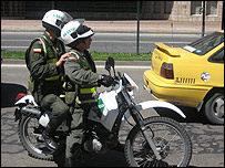 Policías en motocicleta