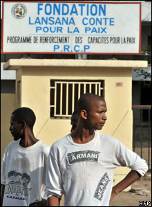 Guineans stand outside a Lansana Conte foundation in the Guinean capital, Conakry, 24 December 2008
