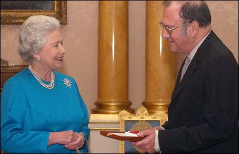 Pinter being received by the Queen