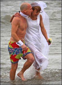 A newly-wed couple take part in Christmas morning swim in Porthcawl (Pic: Steve Jones)