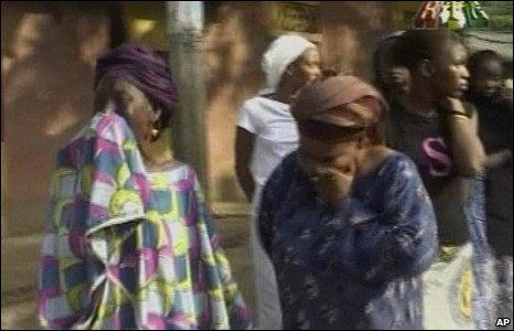 Women weep in Conakry