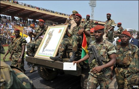 Mr Conte's coffin arrives in the national stadium, Conakry