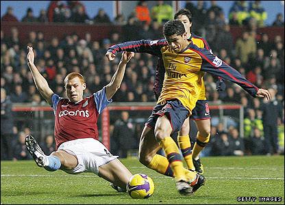 Denilson puts Arsenal ahead