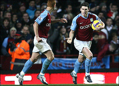 Gareth Barry (r) after scoring Villa's first from the penalty spot