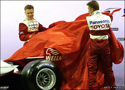 Mika Salo (left) and Allan McNish unveil the Toyota car in 2001