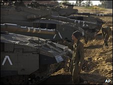 Israeli troops near the border with Gaza, 28/12/2008