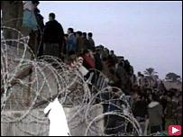الفلسطينيون يعبرون عند رفح