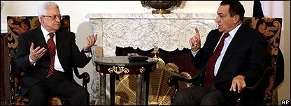 Mahmoud Abbas, presidente de la Autoridad Nacional Palestina, y su hom�logo egipcio Hosni Mubarak.