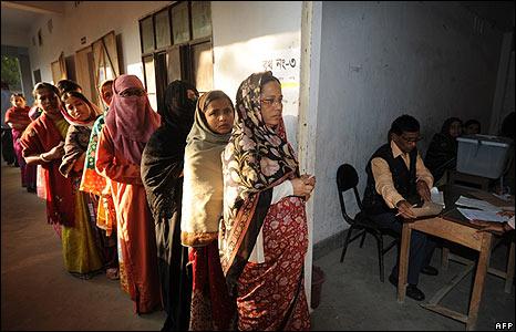 Bangladeshi women wait in line to vote in Dhaka