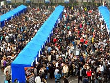 Graduates attend a packed job fair in China, Nov 08