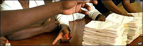 Zimbabwean votes being counted