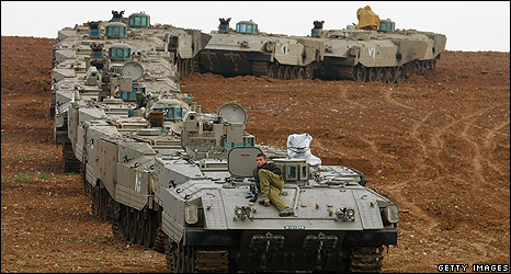Israeli tanks near the Gaza border