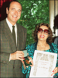 Amalia receives Medal of City of Paris in 1989