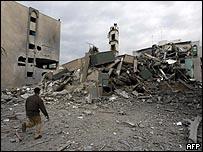 آثار قصف على الجامعة الإسلامية في غزة