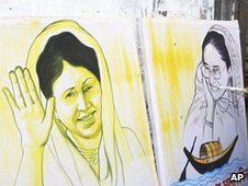 A street artist paints the rivals, Khaleda Zia (left) and Sheikh Hasina, file pic