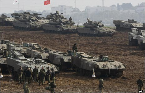 Israel heavy armoured vehicles near Gaza
