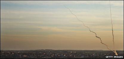 Israel bombardea edificios en Gaza
