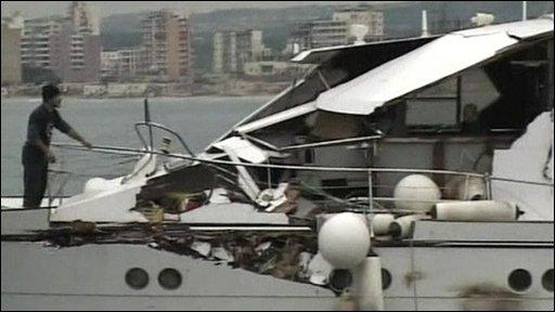 http://newsimg.bbc.co.uk/media/images/45335000/jpg/_45335193_boat_damage.jpg