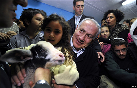 Likud leader Benjamin Netanyahu visits a bomb shelter in Ashkelon in Israel