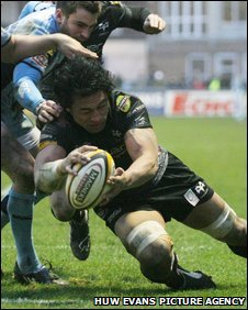 Filo Tiatia scores the late winning try for the Ospreys