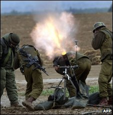 Israeli soldiers fire a mortar round towards the Gaza Strip on 1 January 2009