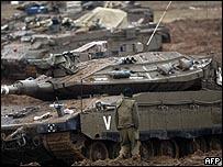 دبابات على مشارف قطاع غزة